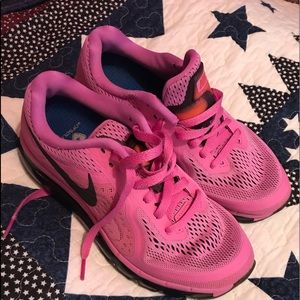 Size 7 Nike air max women's shoes